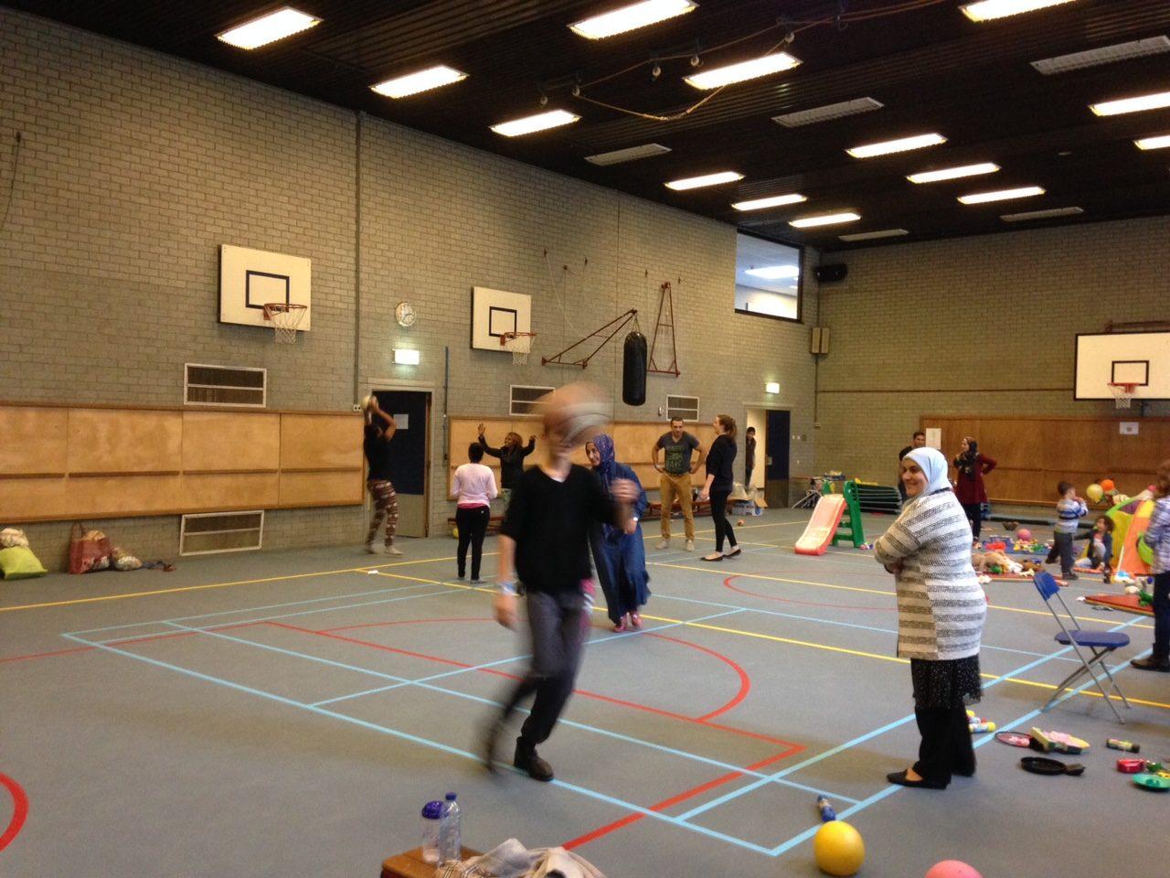 sportcentrum opvang vluchtelingen spelen kinderen