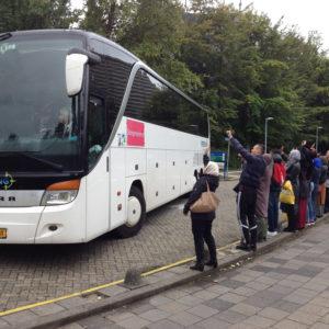 vluchtelingen vertrekken bij Erasmus Sport (2)