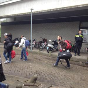 vluchtelingen vertrekken bij Erasmus Sport (3)