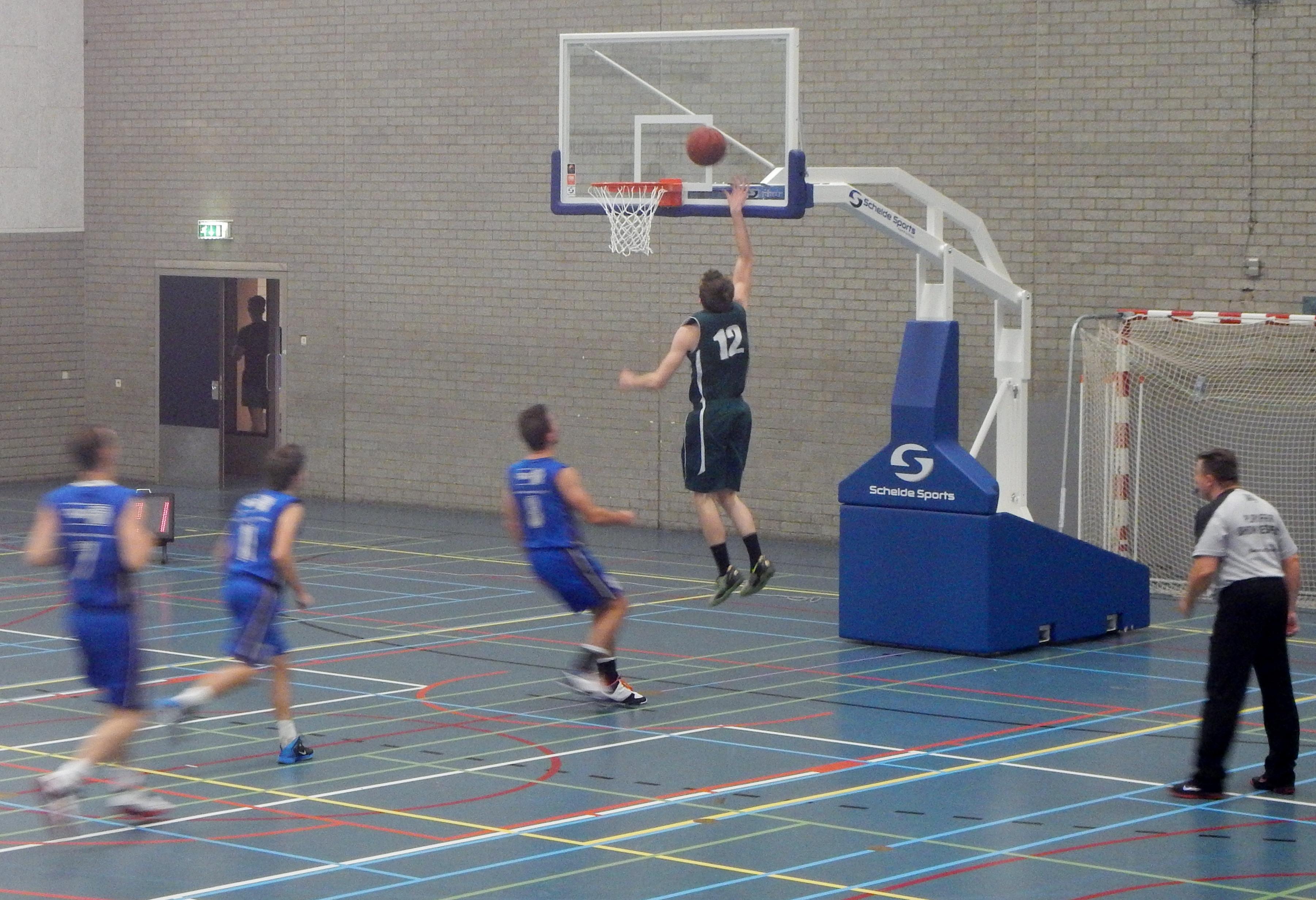Basketbal EBV Baros tegen Vlijmscherp