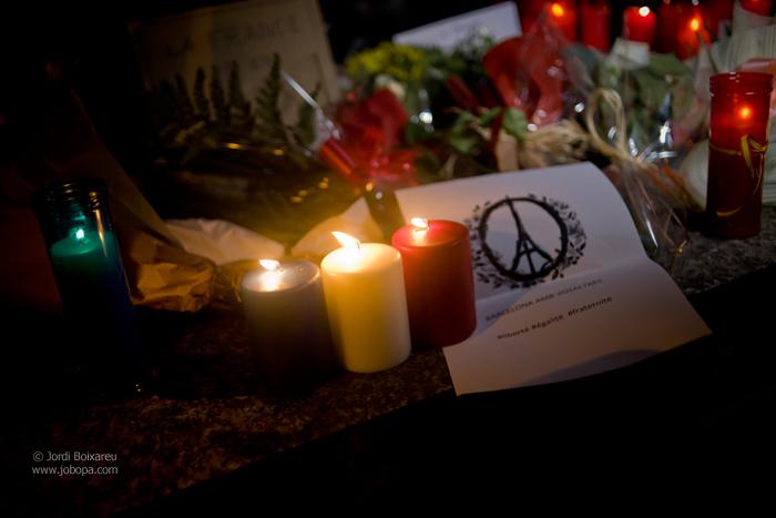 aanslagen parijs herdenking kaars