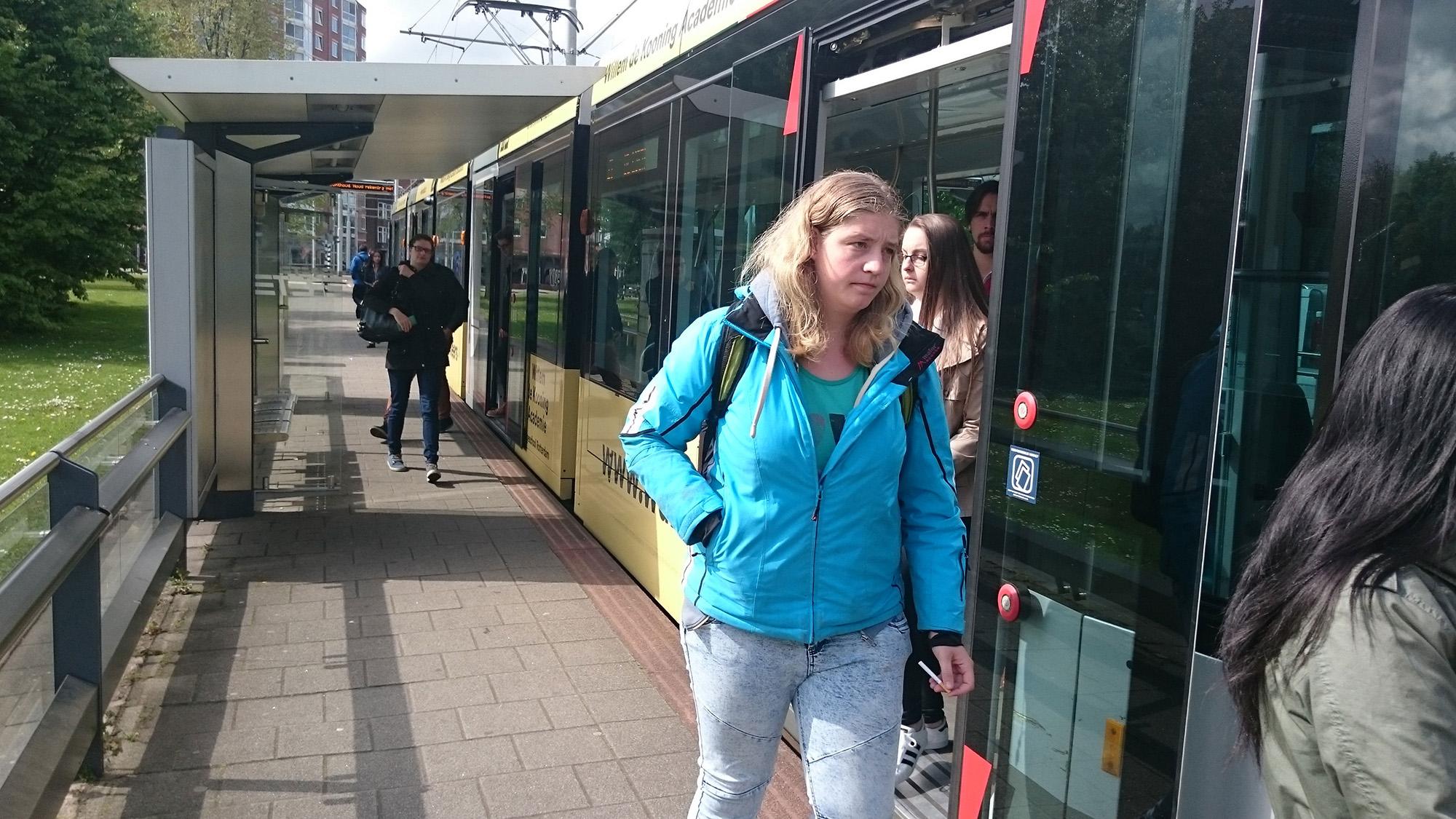 tramhalte-woudestein-zon-passagiers-(2) openbaar vervoer tram