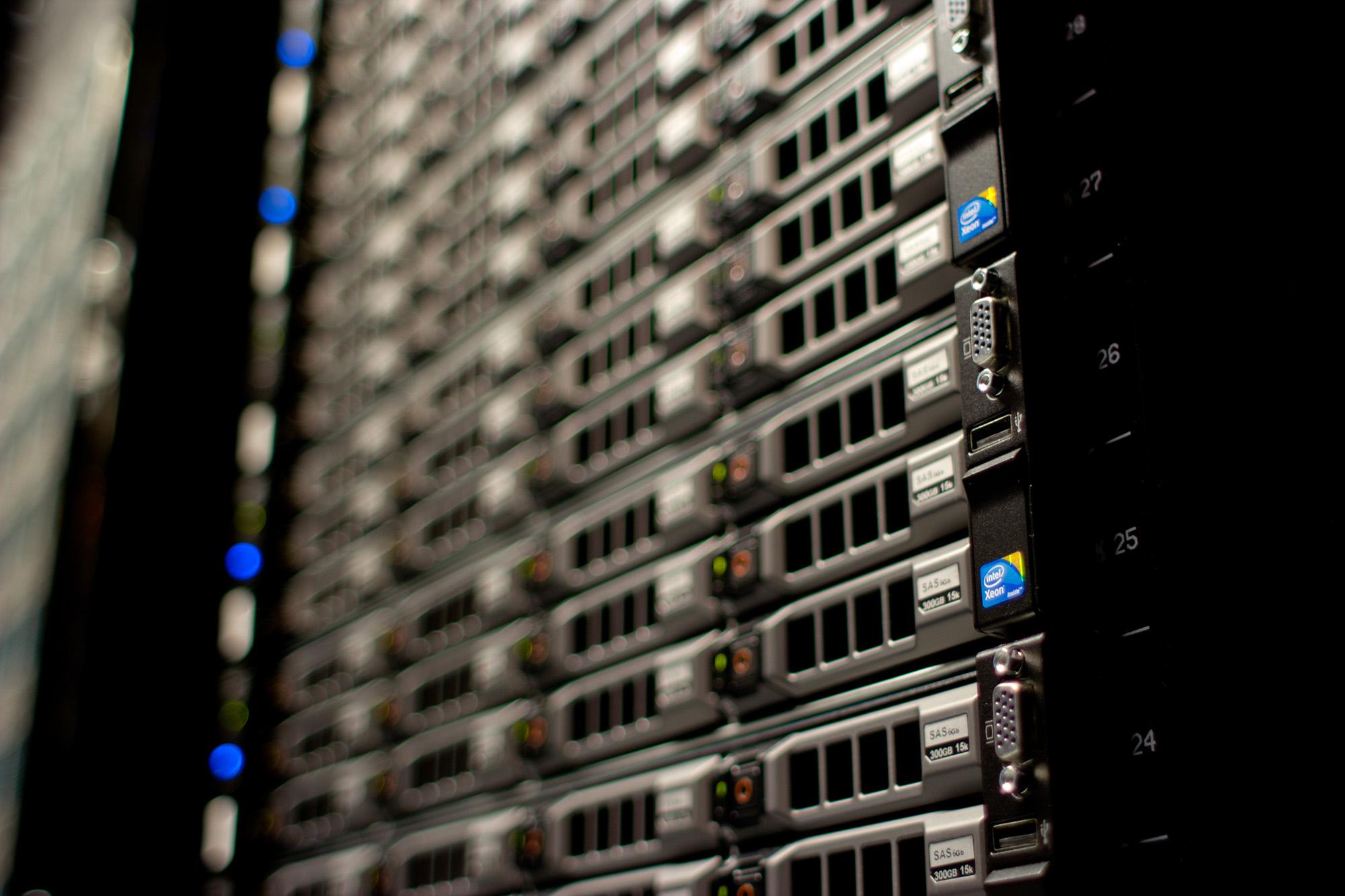 servers datacentrum computers racks wikimedia
