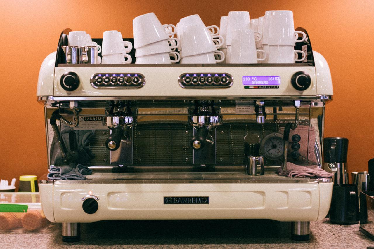 celeste-andeweg-barista-koffiezaakje-koffie-cappuccino-taart-2