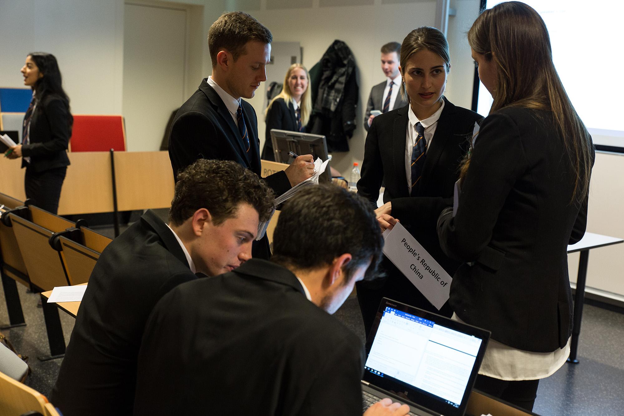 Model UN groepje studenten(38 van 40)