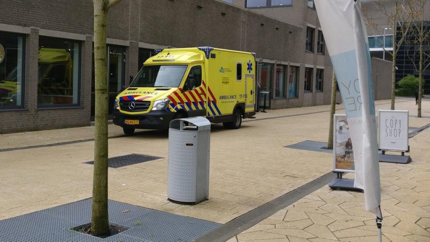 ambulance-campus-foodcourt-epilepsieaanval-medisch-ehbo1