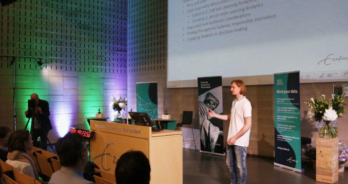 Daniel-Sieczkowski-mind-your-data-privacy-event-studenten-data-analytics-learning-canvas-foto-aysha-gasanova