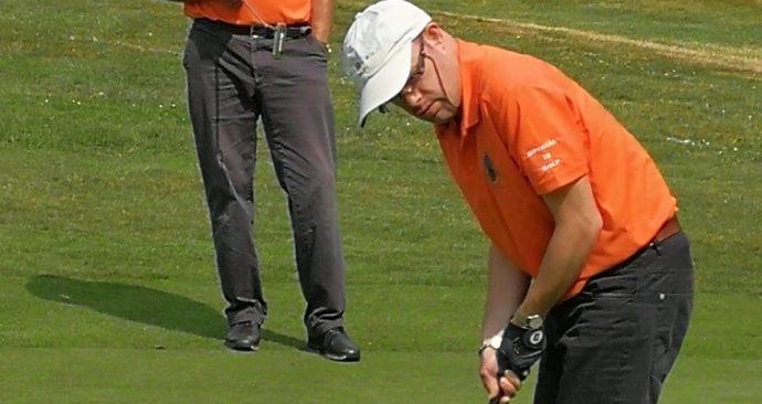 kevin_in_actie_Golf_Special_Olym_2018_Erasmus_Sport