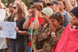 2018-07-31-stille-tocht-verkrachte-studente-foto-Aysha-Gasanova-Deelnemers-pinken-hun-tranen-weg