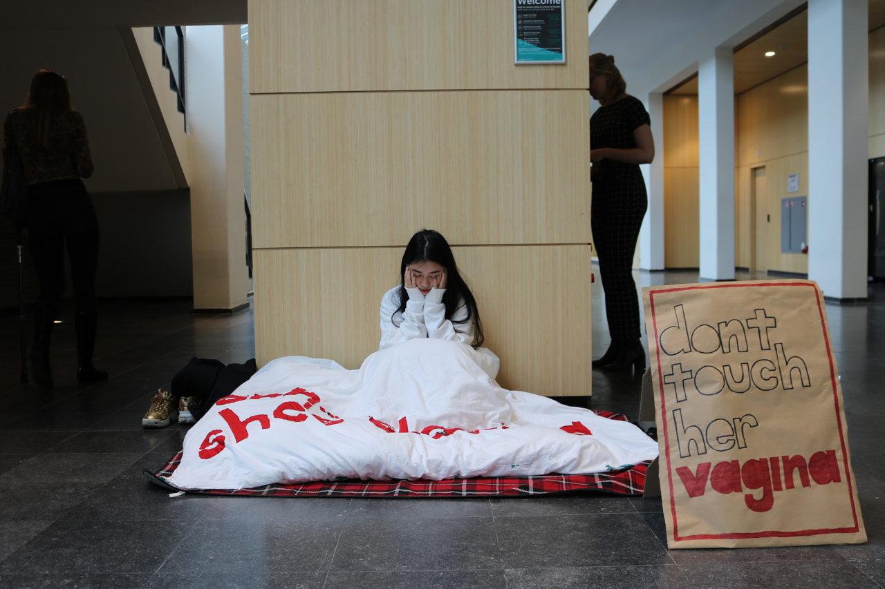 protest-Cece-Dao-Sandersbuilding