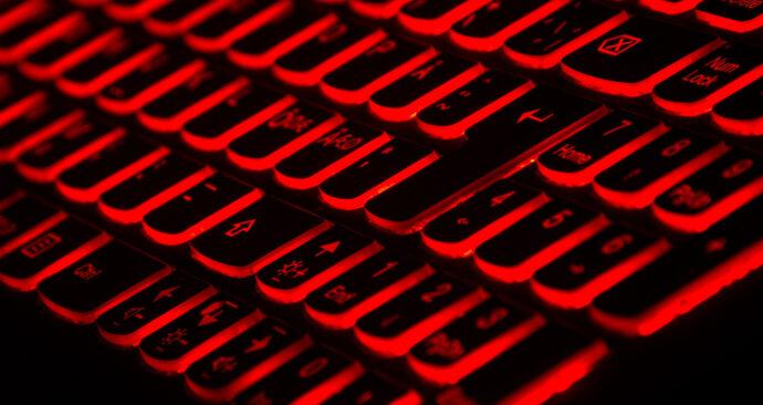 LED toetsenbord phishing hacker cyber taskin-ashiq-unsplash