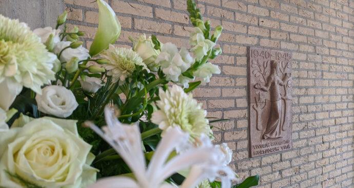 gedenksteen tweede wereldoorlog c-hal erasmus universiteit studenten