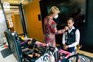 Eurekaweek 2020_ Sander in de make up voor de show
