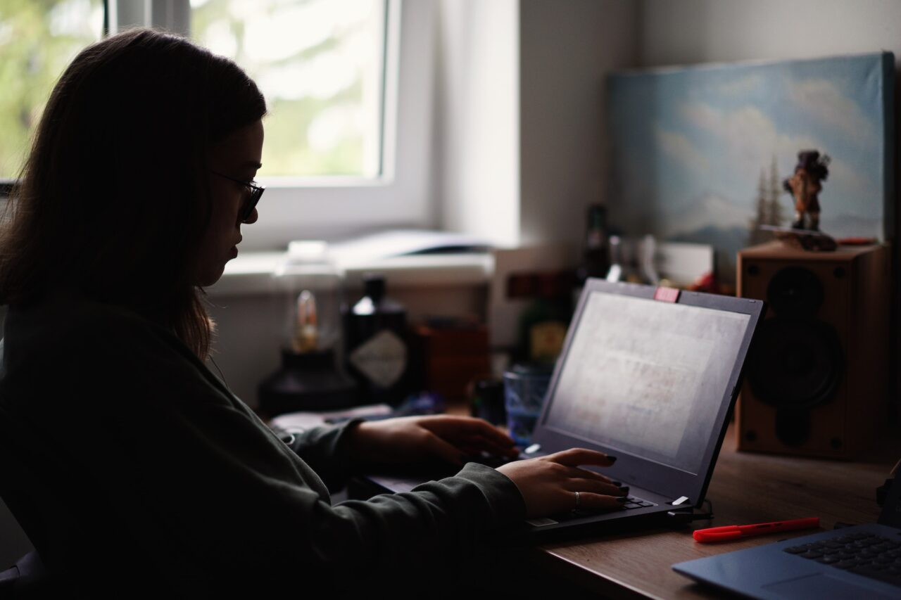 Unsplash_Adrian Swancar_laptop_thuiswerken