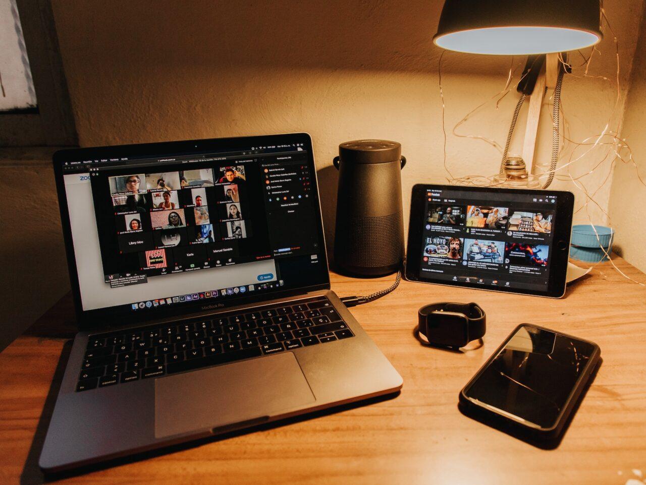Unsplash_Gabriel Benois_laptop_thuiswerken _college