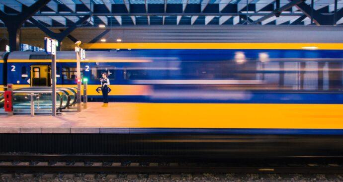 Unsplash_Point Blanq_trein
