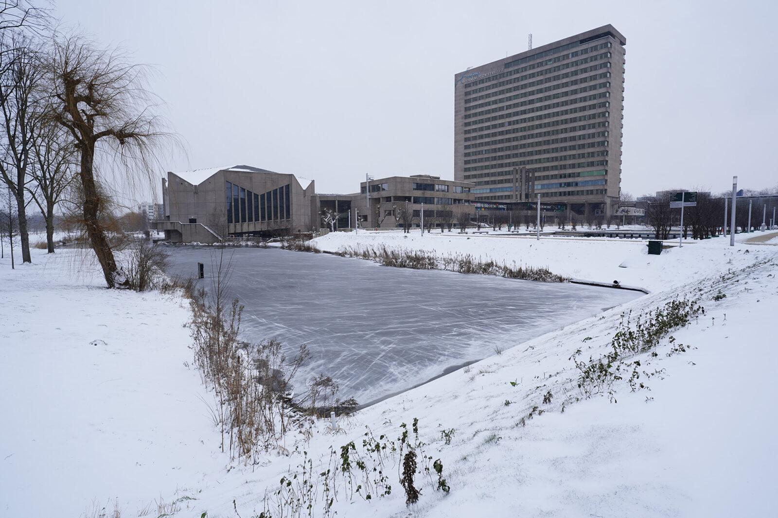 Campus in de sneeuw 08-02-2021 – Aula Tinbergen – Arie Kers