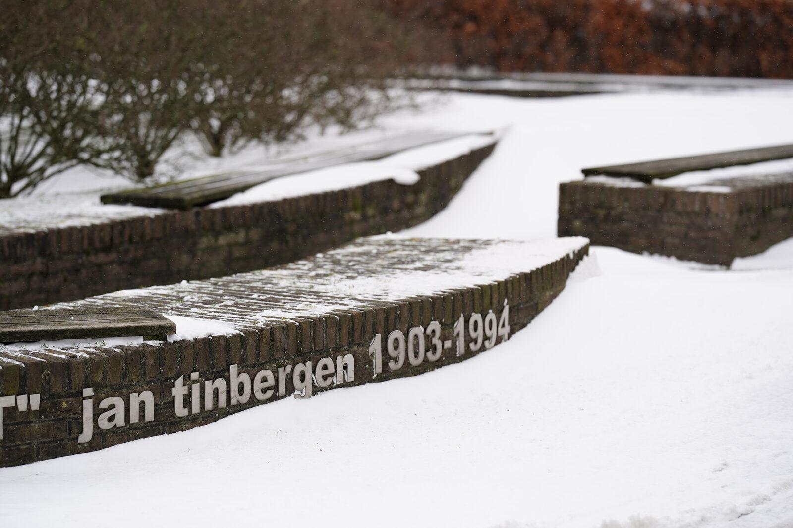 campus in de sneeuw 08-02-2021 – Jan Tinbergen – Arie Kers