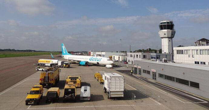 Maastricht-Aachen_Airport_(MAA)_-_panoramio (EM) vliegtuig