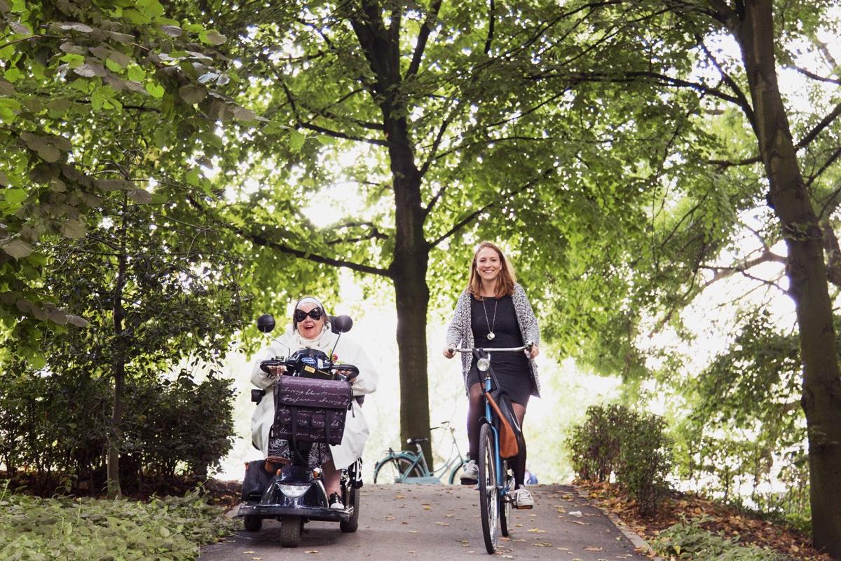 date met een senior saskia scootmobiel fiets seniorenstudent (1)