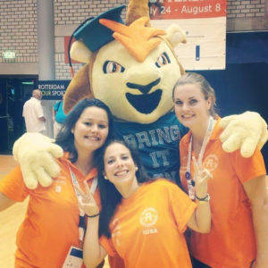 mascotte-Roffa-Erasmus-Sport-met-Gaby-Dijkstra