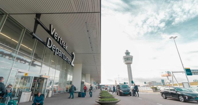 vliegen-luchthaven-schiphol-ben-koorengevel-unsplash