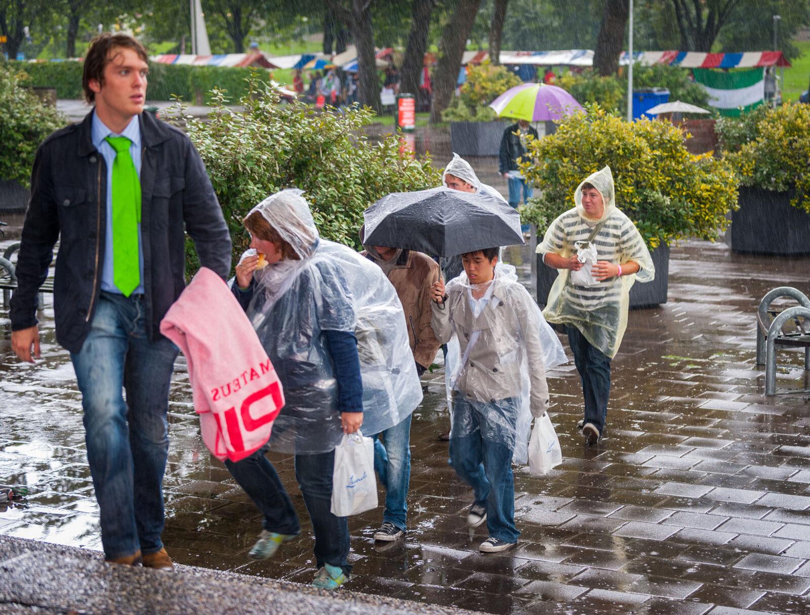 Rotterdam, 20-08-2008EMeurekaweek, informatiemarkt regen