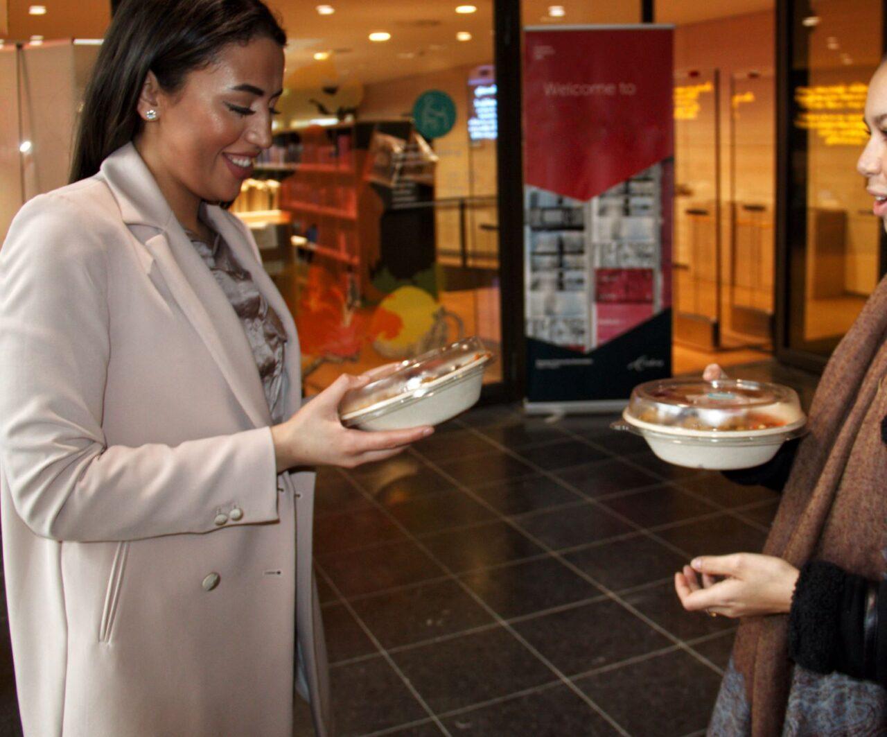 Freshtable – Yasmina handing out food – Milena Chopova