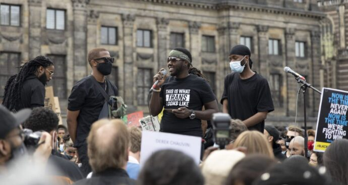 Black-Lives-Matter-demonstratie-Amsterdam-foto-Wouter-Sterrenburg-6-of-10-2000px-1280×853-11