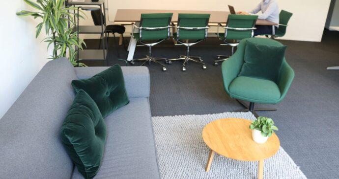kantoor Universiteitsraad dure meubels