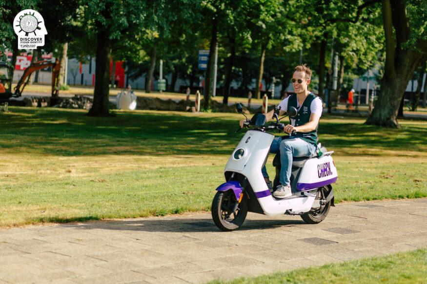 Eurekaweek 2020_ Sander op de scooter