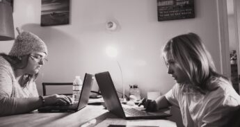 Unsplash_Sharon McCutcheon_laptop_thuiswerken