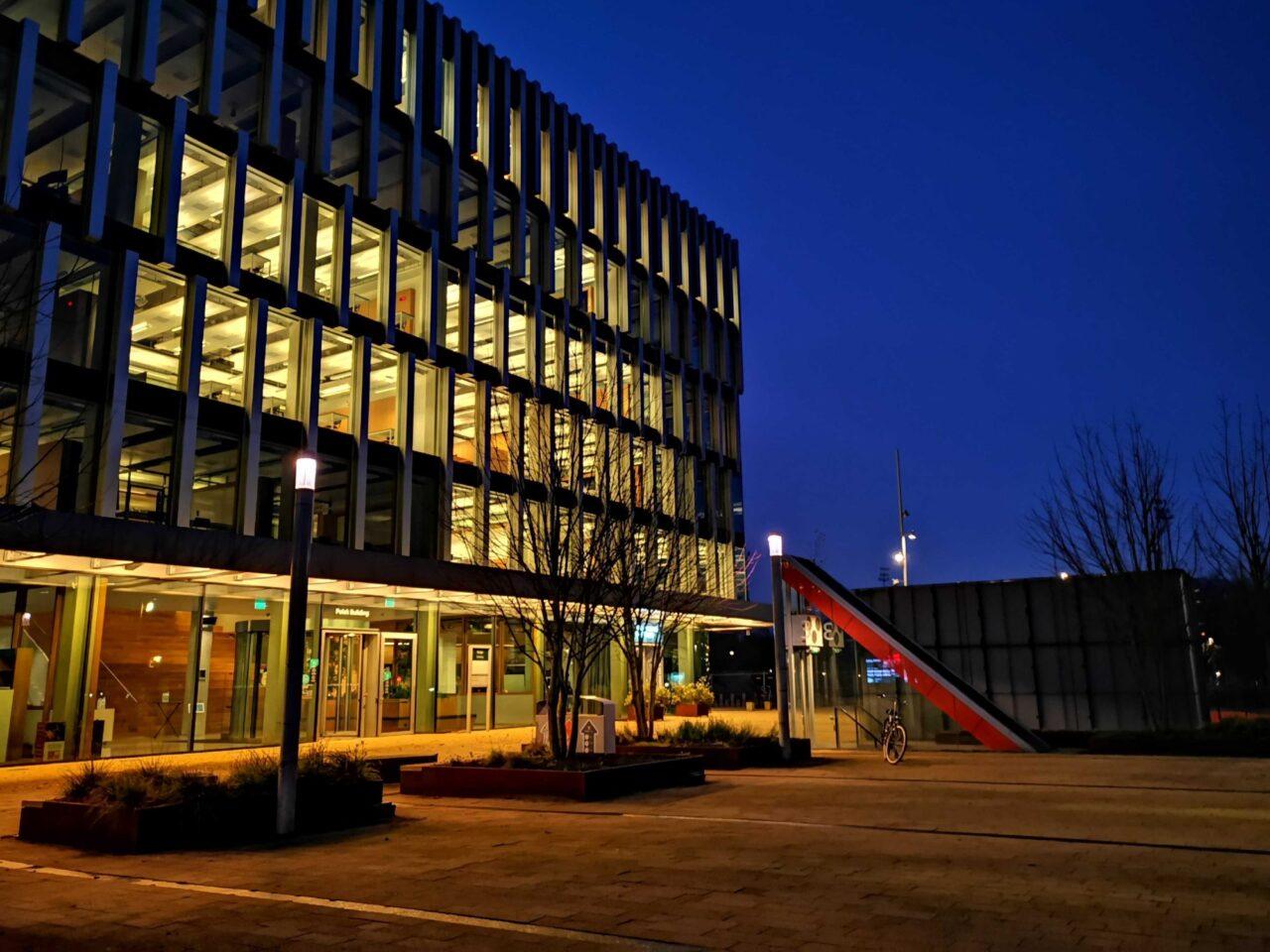 polakgebouw-leeg-campus-corona-donker-ochtend-foto-Tessa-Hofland-EM