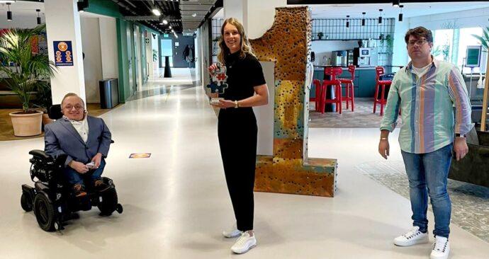 Judith-Wiskie-Rick-Brink-Bart-de-Bart-Radio-1-inclusieve-werkgever-award-foto-EUR